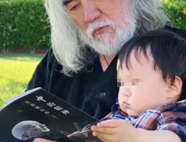 《【摩臣平台网站】69岁张纪中1岁儿子疑曝光 孩子母亲是她?》
