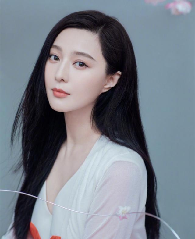 范冰冰晒美照发量惊人罕见化厚唇妆出镜——上海热线娱乐频道