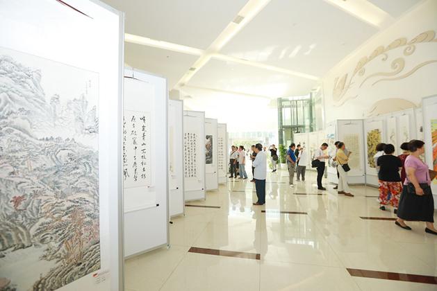大场镇自学新中国展出70周年书画展举办180幅优秀作品成立网小学图片