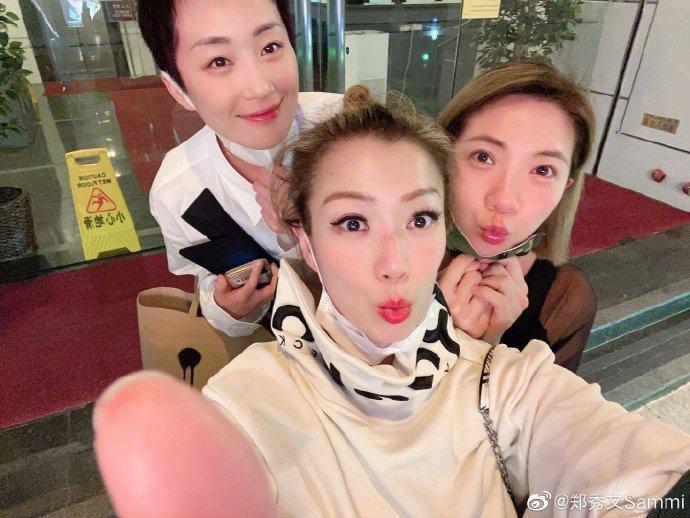 郑秀文晒照记录日常生活丸子头睫毛精致状态佳——上海热线娱乐频道