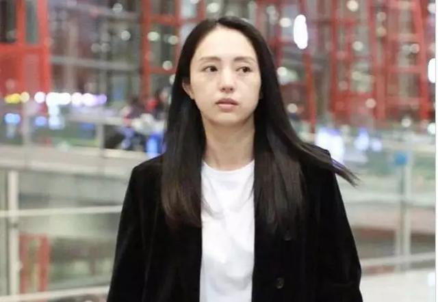 《【摩臣注册平台】董璇新恋情曝光 与上小11岁男星街头搂腰贴脸》