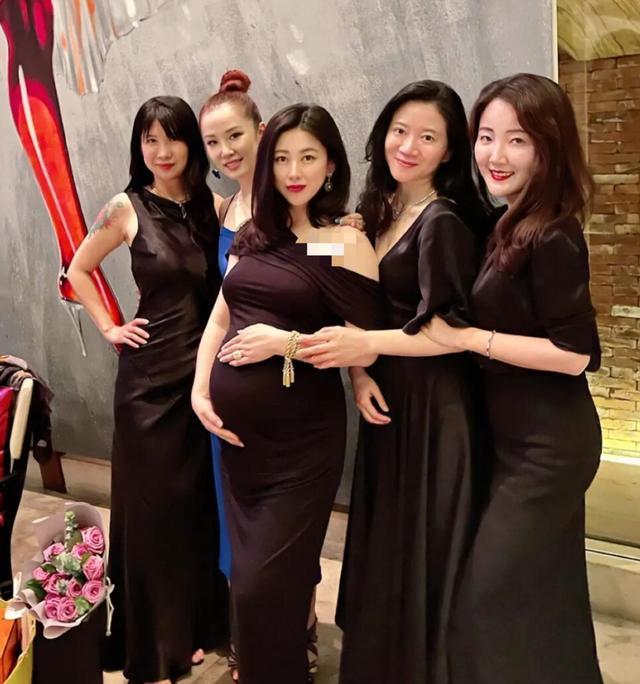《【摩臣注册平台】朱珠怀孕8月庆生肚大如箩 穿斜肩礼服身姿曼妙》