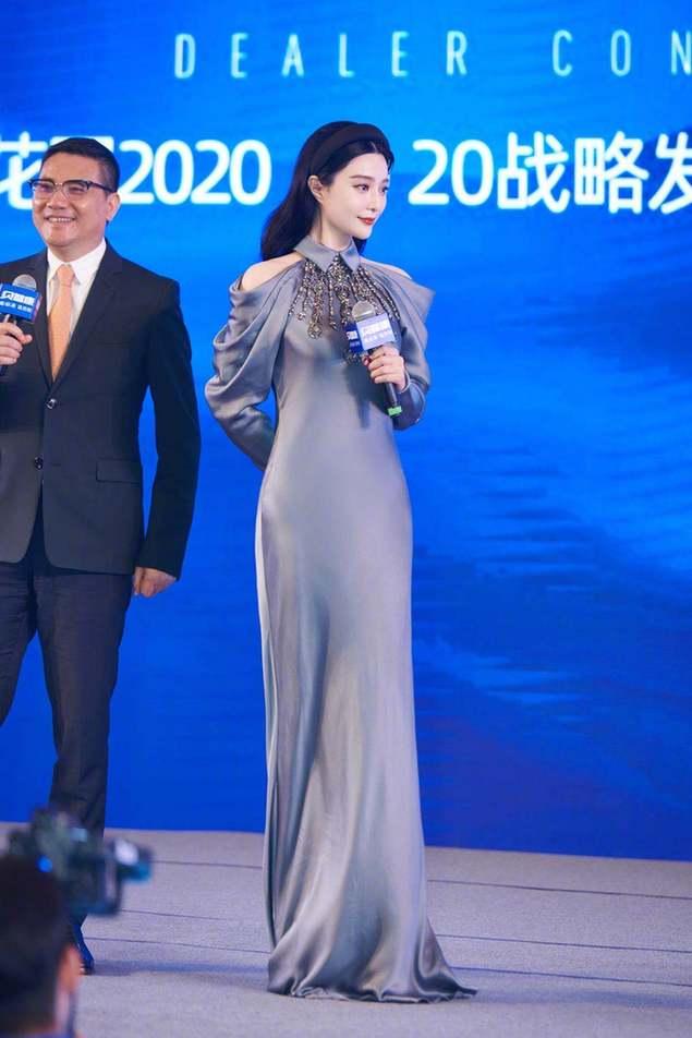 《【摩臣代理平台】范冰冰近照瘦出新高度 穿灰色修身裙秀诱人曲线》